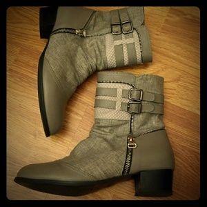 Silver zipper boots 7.5
